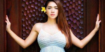 Angel Karamoy Pakai Baju Renang Merah, Netizen Ingin Jadi Fotografer