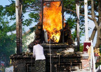 Bali Bangkit dari Pandemi, Upacara Ngaben Dilakukan Terbuka dengan Protokol Kesehatan Ketat