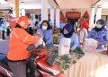 Kemenkumham Jatim Salurkan 809 Paket Sembako Secara Drive Thru