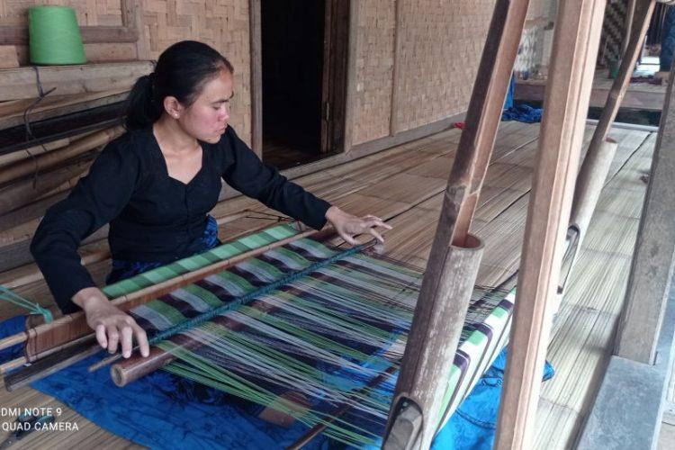 Ketika usaha pengrajin kain tenun Badui kembali bangkit