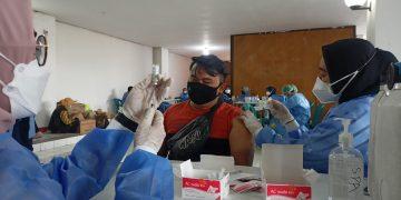 Pemkot Surabaya Siapkan 700 Nakes untuk Percepat Vaksinasi di Wilayah Aglomerasi
