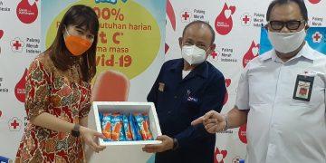 Pendonor di PMI Surabaya Bonus Es Krim Vitamin C