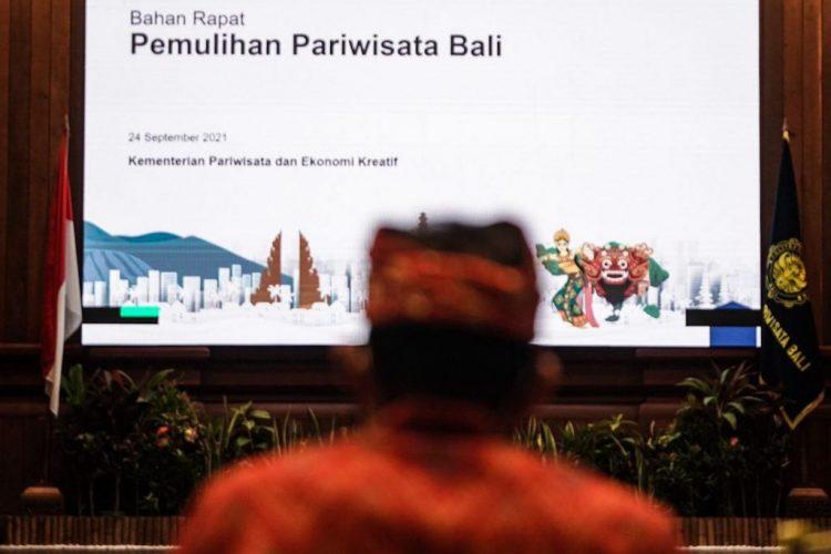Siaran Pers: Menparekraf Bahas Pentahapan Pembukaan Bali Bersama Stakeholder Pariwisata - PEDULI COVID19