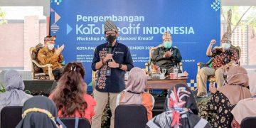 Siaran Pers : Menparekraf Dorong Produk Kuliner Pempek di Palembang untuk Go Internasional - PEDULI COVID19