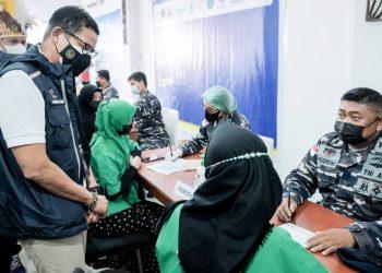 Siaran Pers : Tinjau Sentra Vaksinasi di Papua, Menparekraf Ajak Wisatawan Beli Suvenir Ekraf dari 'Pace' 'Mace' - PEDULI COVID19
