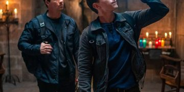 Tom Holland and Mark Wahlberg dalam Uncharted