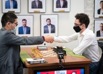 US Chess Champs 4: Robson leads as So lets Caruana escape